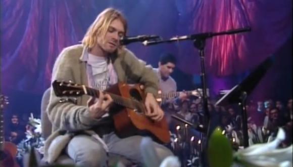 """Subastan la guitarra con la que el músico tocó en el disco """"MTV Unplugged"""". (Captura: Youtube/Nirvana)"""