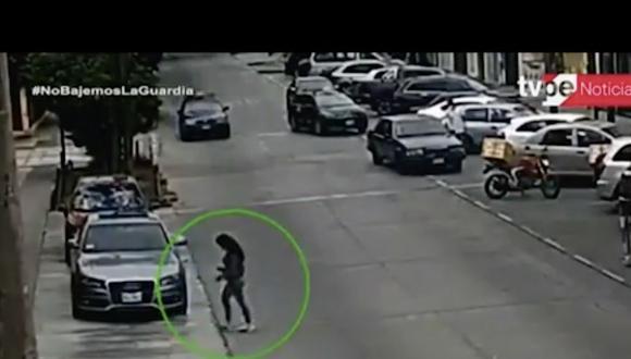 La madre de la joven denunció que su hija ha sido agredida por el sujeto en otras ocasiones. Foto: captura de video