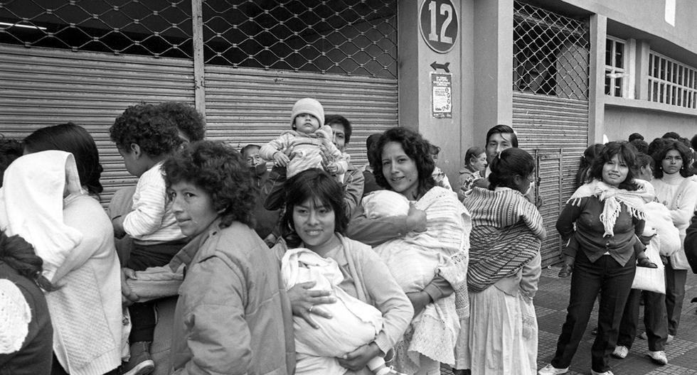 En 1986 solo en Lima habían 2'739,823 electores que acudieron a votar en las 13,872 mesas de sufragio ubicadas en colegios, dependencias públicas y el Estadio Nacional. Foto: Mario Torreblanca/ GEC Archivo Histórico