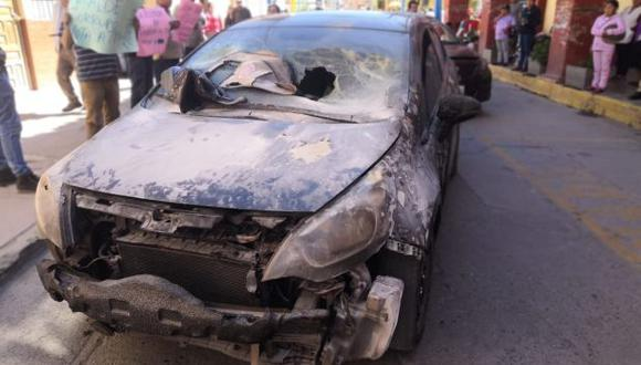 Apurímac: queman vehículo en atentado a empresa de transportes en Abancay