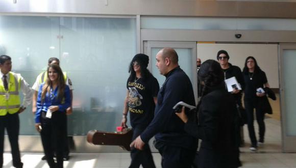 Slash llegó a Lima y envió mensaje a sus fans peruanos