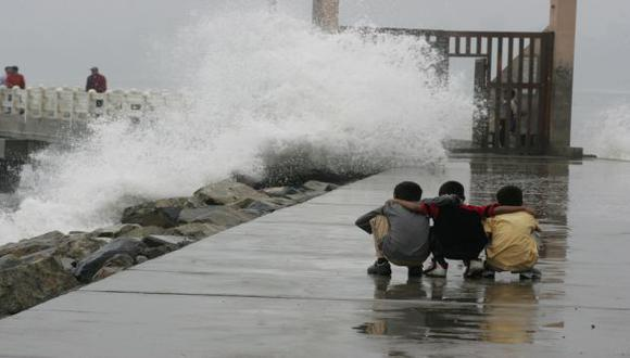 Alertan de oleajes anómalos en el litoral centro y sur