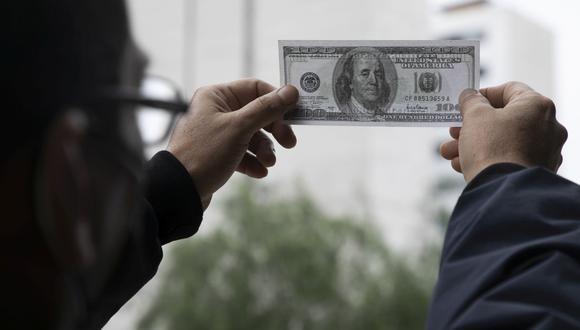 En el mercado paralelo o casas de cambio de Lima, el tipo de cambio se cotiza a S/4,105 la compra y S/4,135 la venta de cada dólar. (Foto: Eduardo Cavero / GEC)