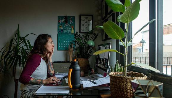 """""""El 49% de los millennials cree que las nuevas tecnologías aumentarán sus empleos"""", señala un informe realizado por la casa de análisis Deloitte. (Foto: EFE/Enric Fontcuberta)"""