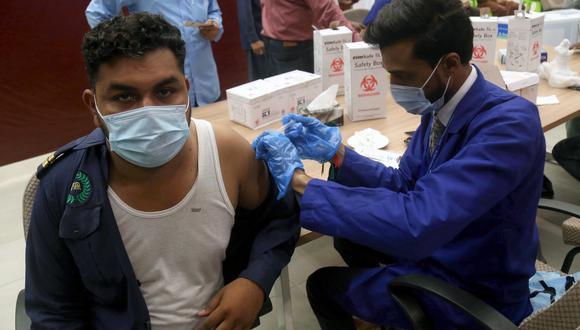 Campaña de vacunación en Karachi (Pakistan). (Foto: EFE)