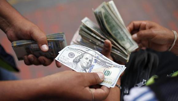 """""""El dólar sirve mejor para productos de alta tecnología o alto valor, y el sol para asuntos más domésticos"""".  (Foto: El Comercio)"""