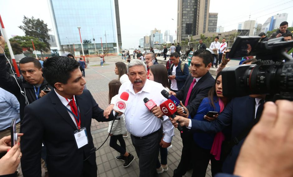 El líder histórico del Partido Popular Cristiano (PPC), Luis Bedoya Reyes, mostrò su  pleno apoyo al candidato de su agrupación para la alcaldía de Lima, Alberto Beingolea.     (Foto:Alessandro Currarino)