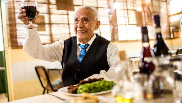 Don Procopio Chamorro acaba de cumplir 89 años. Tras siete meses sin recibir al público en la trattoria que tanto ama (y donde trabaja desde finales de la década del 50) esta misma semana abrió por fin las puertas de su local. Fotos: Víctor Idrogo.
