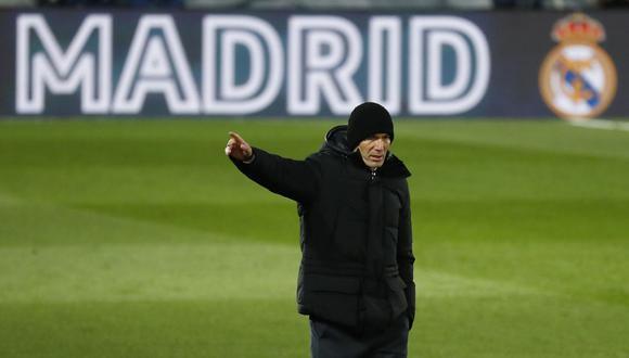 Zinedine Zidane está aislado por tener contacto con un positivo al coronavirus. (Foto: Reuters)
