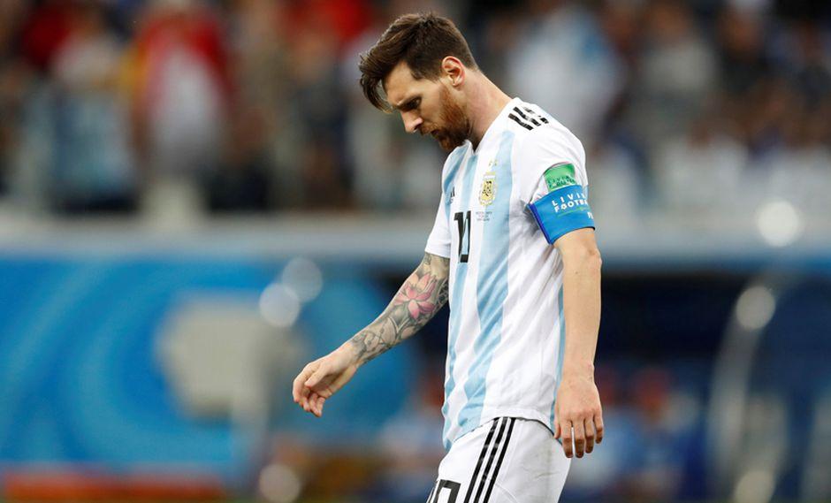 El 'Mesías' argentino, Leo Messi, solo en cancha. (Foto: Reuters)
