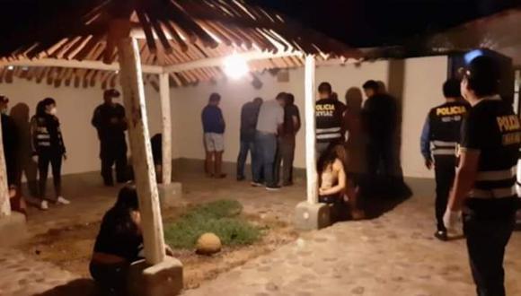 Ica. Policías abandonaron sus puestos para irse a beber licor y bailar en Paracas. (GEC)