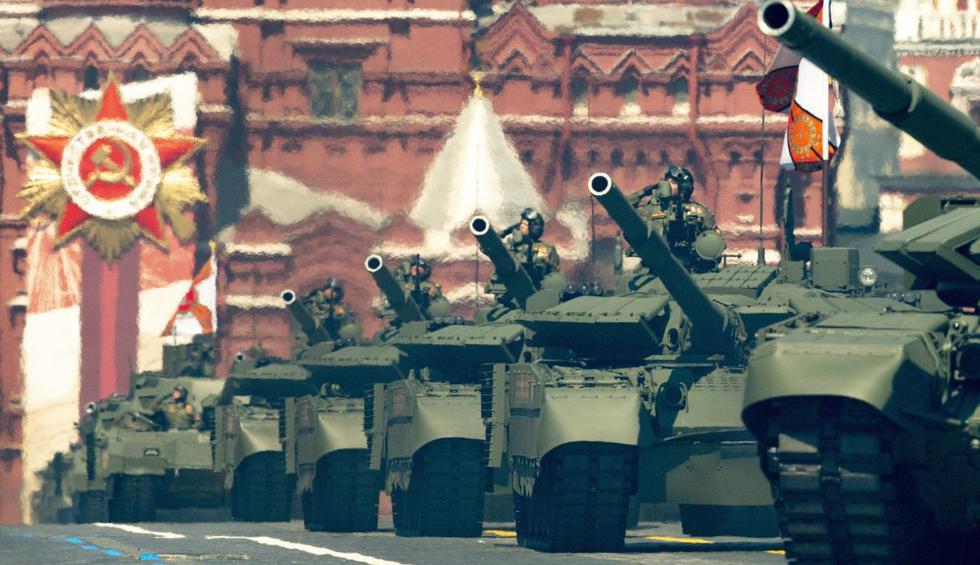 Los tanques ruedan en la Plaza Roja de Moscú (Rusia) durante el desfile militar del Día de la Victoria. (AP/Alexander Zemlianichenko).