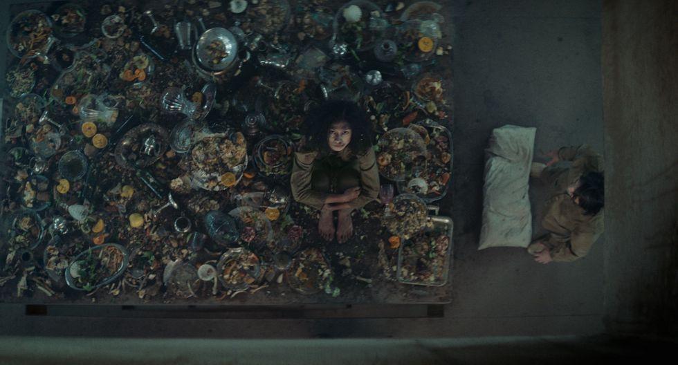 """Escena de """"El hoyo"""" de Netflix."""