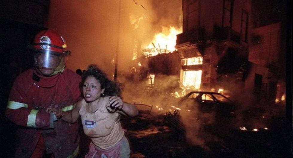 """El 29 de diciembre a las 7 y 15 de la noche en la zona comercial de """"Mesa Redonda"""" debido a la demostración de un vendedor informal de pirotécnicos se desató uno de los peores incendios en Lima (Archivo Histórico El Comercio)"""
