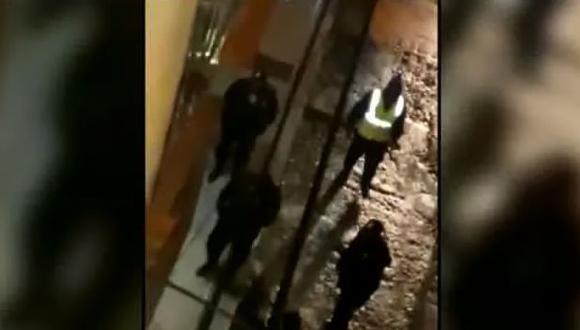 Personal de Serenazgo y ronderos en el lugar donde fue agredida una joven extranjera. (Captura: Cajamarca Reporteros)