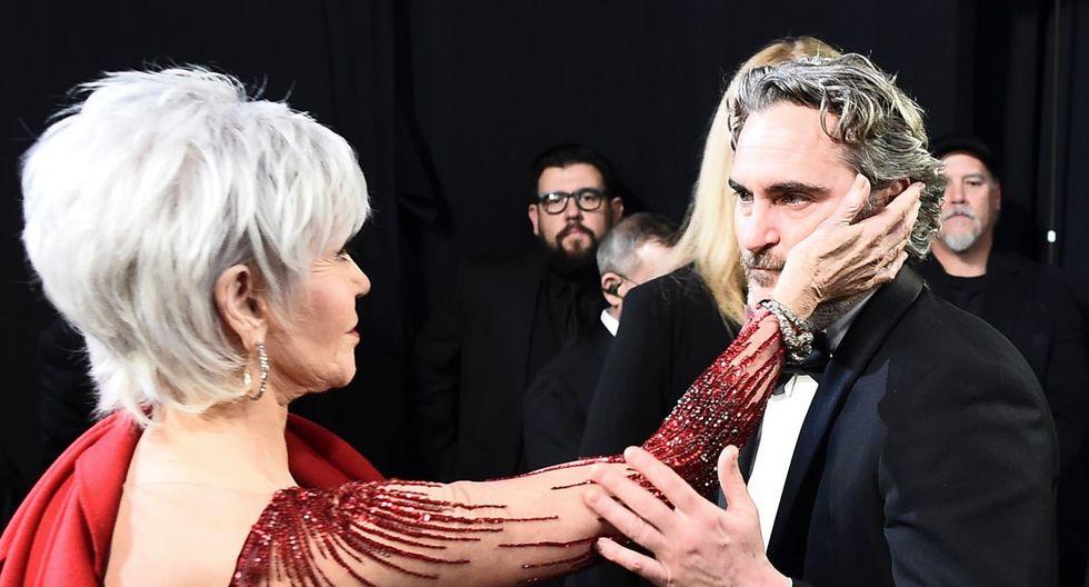 """Joaquin Phoenix y Jane Fonda, en el backstage del Oscar 2020, luego de salir a recibir su premio como Mejor actor por """"Joker""""."""