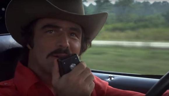 "En ""Smokey and the Bandit"", de 1977, Reynolds maneja un implacable Pontiac Trans Am. (YouTube)"