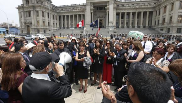 Jueces protestaron en exteriores del Palacio de Justicia durante ceremonia de inicio del Año Judicial. (Foto: Violeta Ayasta/GEC)