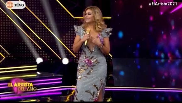 Gisela Valcárcel sufrió incidente con el escote de su vestido. (Foto: Captura América TV).