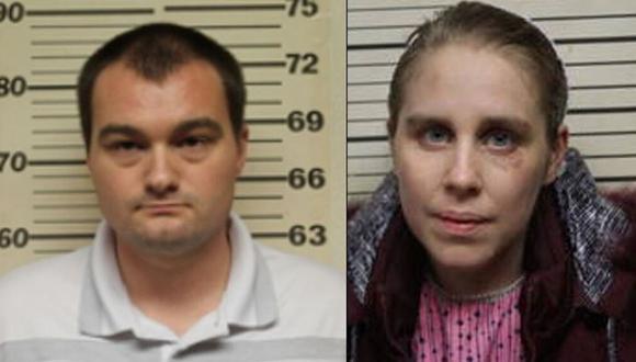 Mary S. Mast, de 29 años, y James A. Mast, de 28, ambos residentes de Lincoln, Missouri, fueron acusados el jueves de poner en peligro fatal a un menor y están encarcelados sin derecho a fianza. (Benton County Sheriff's Office).