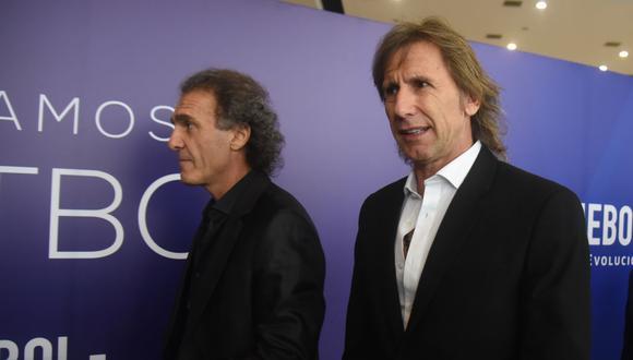 Oscar Ruggeri intentó charlar con Ricardo Gareca mientras estaba conduciendo el programa 90 Minutos de Fútbol. Ambos son grandes amigos. (Foto: AFP )