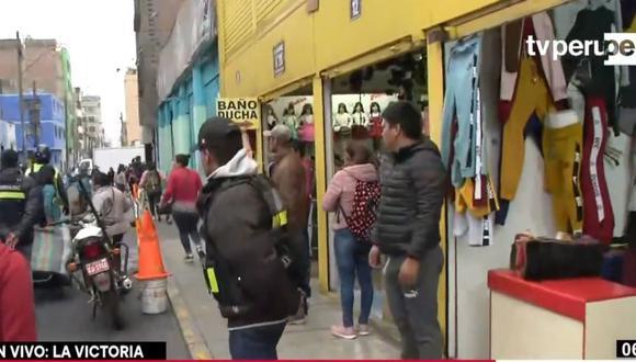 Se les solicitó a los comerciantes informales que se retiren de los jirones Huascarán y Misti. (Captura: TV Perú)