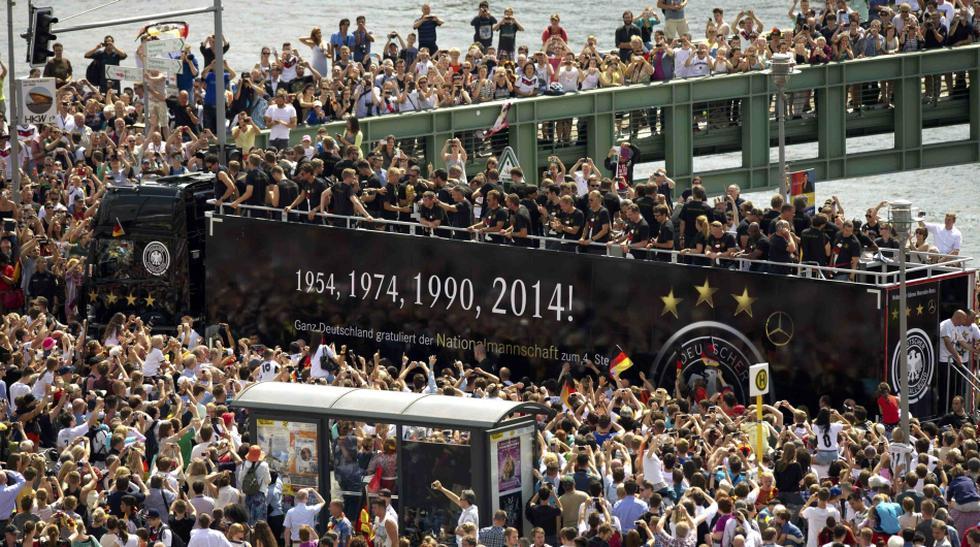 Campeones en Berlín: miles de hinchas reciben a Alemania - 1