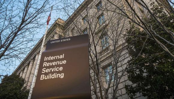 El IRS ha habilitado una herramienta para poder saber el estatus de la ayuda económica que el gobierno ofrece por la pandemia de coronavirus. (Foto: AP)