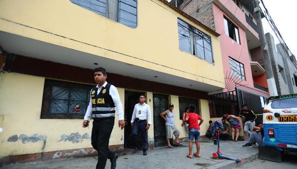 La víctima presenta impactos de bala en la cabeza. Se conoció que era madre de una niña de dos años. (Foto: Giancarlo Ávila)