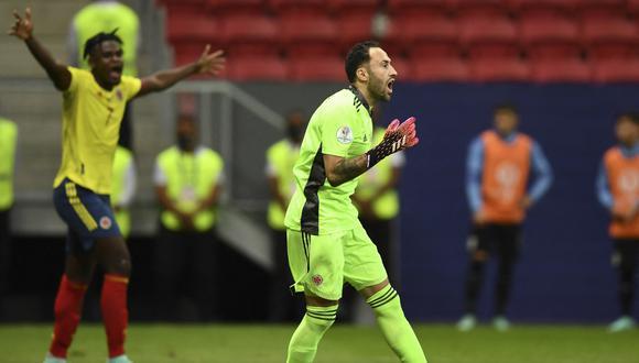 El arquero colombiano, David Ospina, atajó dos disparos a Giménez y Viña en la tanda de penales. (Foto: AFP)
