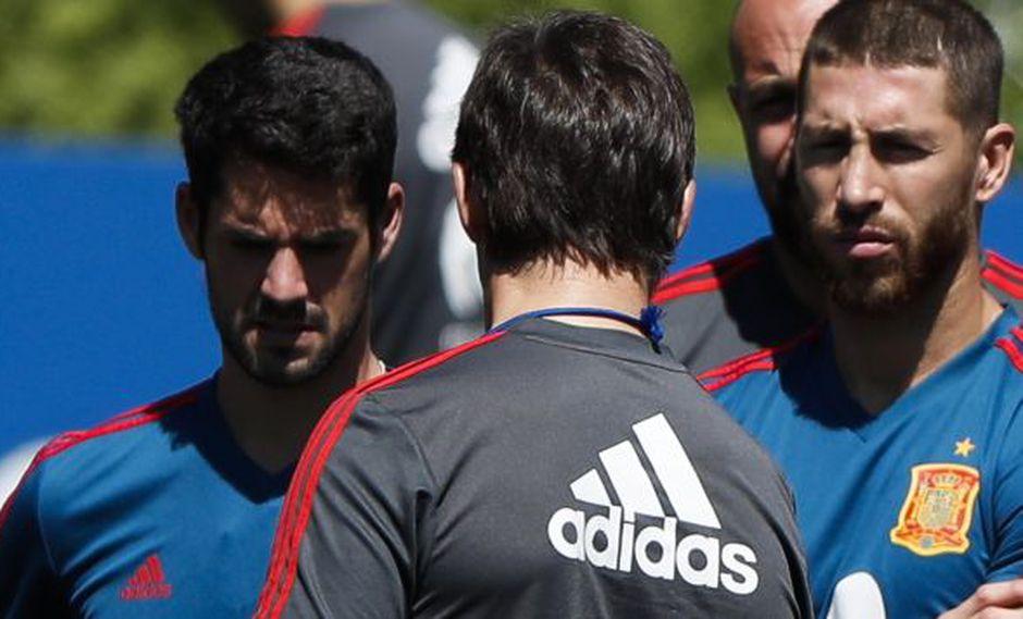 Isco, Lopetegui y Sergio Ramos. (Foto: EFE)