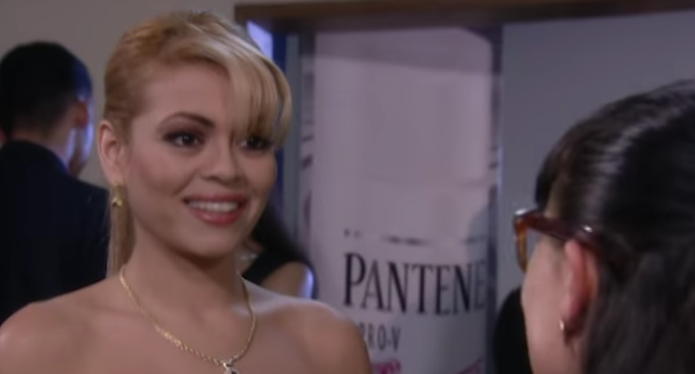 Gisela Valcárcel junto a Betty en el capítulo 185 de la telenovela colombiana.