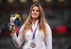 La historia de Maria Andrejczyk, la atleta polaca que subastó su medalla olímpica para salvar a un bebé
