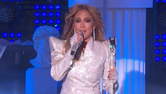 Jennifer López no pudo evitar quebrarse durante su actuación en Times Square por Año Nuevo. (Foto: Captura de video)