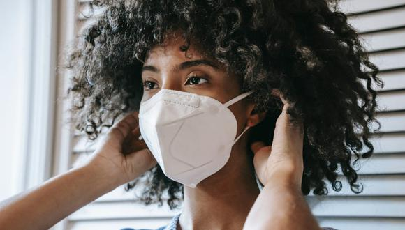 El uso de mascarilla en días de alta temperatura resulta incómodo, pero es la mejor medida para alejar la COVID-19. (Foto: Sora Shimazaki / Pexels)