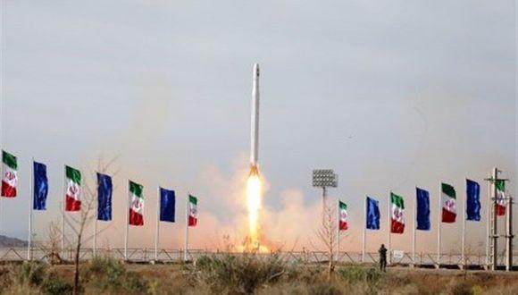El satélite Noor fue lanzado con éxito desde la zona central de Irán, anunció la Guardia Revolucionaria (Reuters).