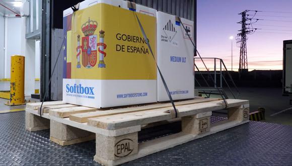 Las primeras dosis de la vacuna contra el coronavirus COVID-19 desarrollada por la compañía Pfizer han llegado este sábado a Guadalajara, España. (AFP/ Moncloa/José María Cuadrado Jiménez).