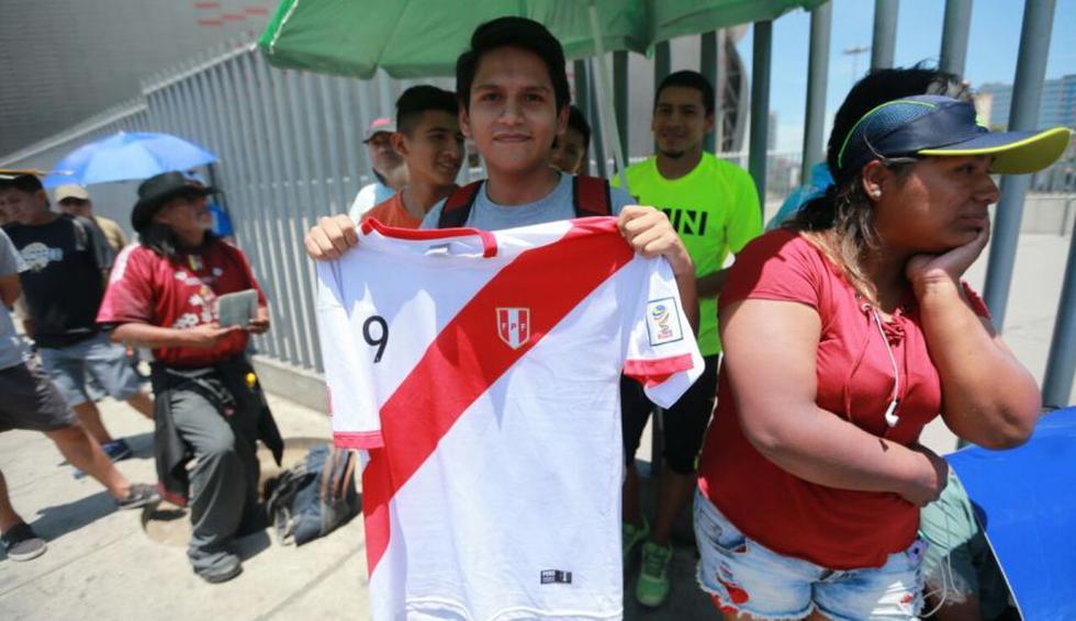 Perú-Uruguay: cientos hacen colas bajo inclemente sol [FOTOS] - 6
