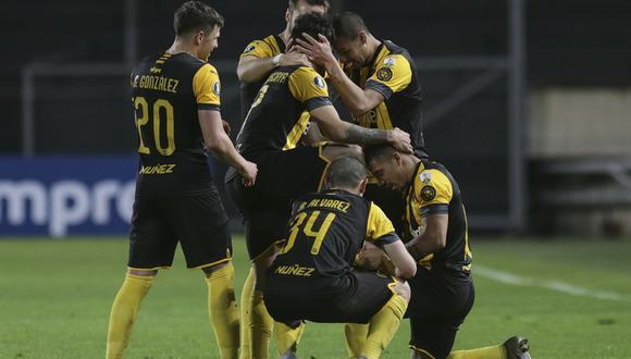 Peñarol sumó una importante victoria de local contra Colo Colo en el Grupo C de la Copa Libertadores 2020. (Foto: AFP)