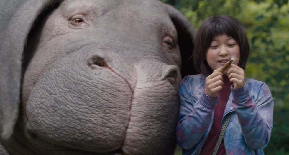 Okja. Mija es una joven coreana que convive con una extraña criatura de carácter amable llamada Okja. La chica y el curioso animal son amigos excepcionales, pero todo se complica cuando la poderosa empresa multinacional responsable de la existencia del animal quiere recuperarlo. (Foto: Difusión)