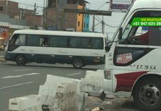 Carretera Central: remueven bloques para cruzar por berma