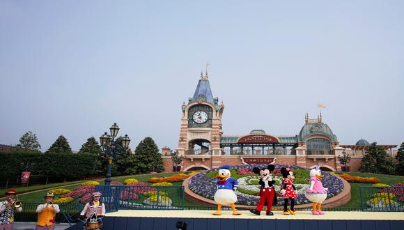 El 11 de mayo, los ratones Mickey y Minnie y los patos Donald y Daysi dieron la bienvenida al público en una breve ceremonia. / Foto: REUTERS.
