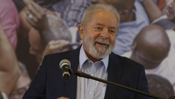 El ex presidente de Brasil, Luiz Inácio Lula da Silva, ofrece una conferencia de prensa en el edificio del sindicato de trabajadores metalúrgicos en Sao Bernardo do Campo, el 10 de marzo de 2021. (Foto de Miguel SCHINCARIOL / AFP).
