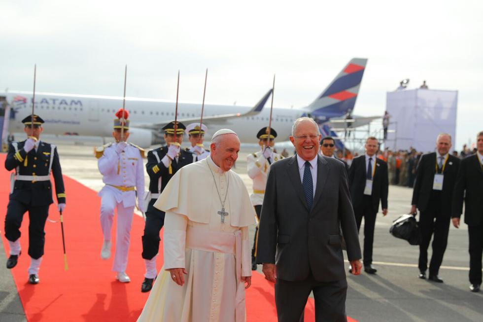El papa Francisco arribó a Lima este jueves por la tarde. Permanecerá en el Perú del 18 al 21 de enero, días en los que acudirá también a Puerto Maldonado y Trujillo. (Foto: Presidencia)