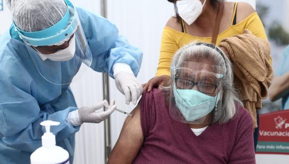 Este fin de semana se vacunará al segundo grupo de adultos mayores de 27 distritos de Lima Metropolitana y Callao. Foto: GEC