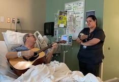 Paciente de cáncer y su enfermera cantan a dúo en habitación de hospital y emocionan a miles en redes