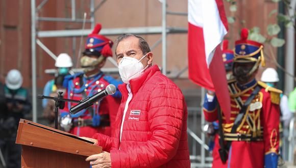 El nuevo primer ministro del presidente Vizcarra asume la PCM tras la denegatoria de confianza a Cateriano. (Foto: Mindef)