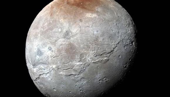Nueva imagen muestra cañones y valles en luna más grande Plutón