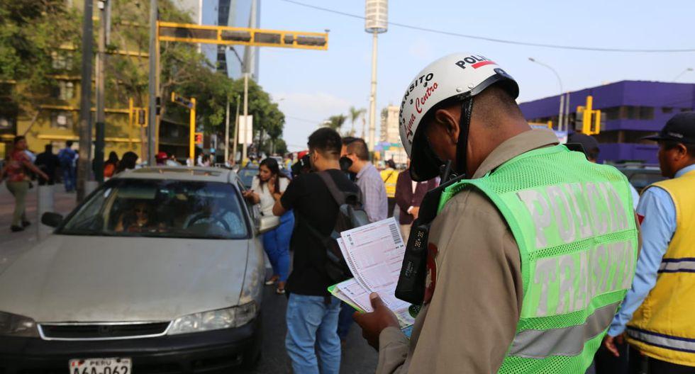 La Policía Nacional del Perú (PNP) también participó de la fiscalización de vehículos informales. (Foto: @ATU_GobPeru)