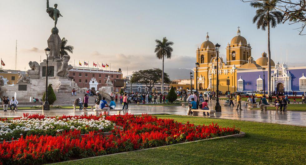 Plaza de Armas de Trujillo. Es el principal escenario histórico de la ciudad. Está rodeada por el Palacio municipal, la Catedral de Trujillo, el Arzobispado, entre otros importantes edificios. (Foto: Shutterstock)
